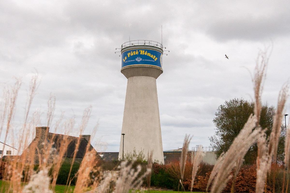 Aujourd'hui, le château d'eau Hénaff est un symbole de l'engagement de la marque dans la préservation des ressources en eau.