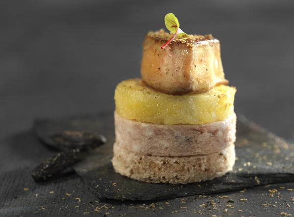 Club foie gras à la fève Tonka, Pâté Hénaff et ananas
