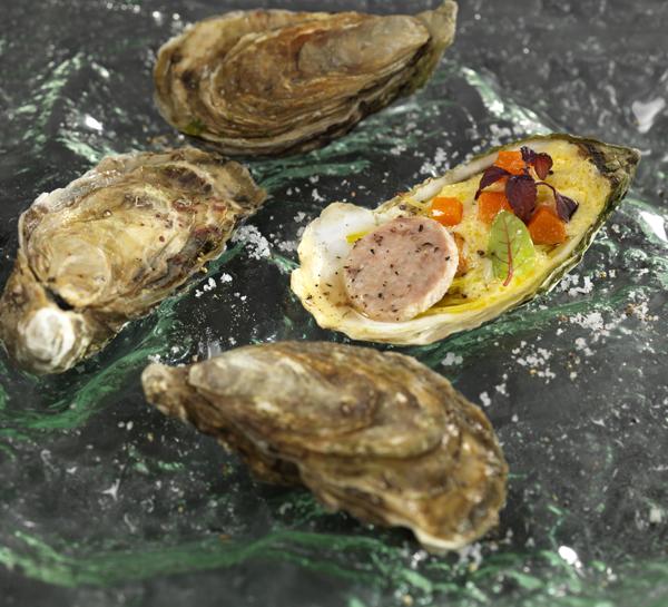 Huîtres gratinées, légumes glacés au curry & Pâté Hénaff